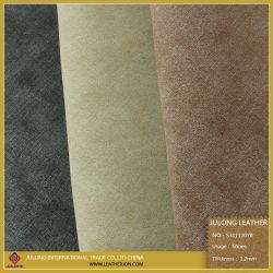 De Zachte Hand die van de Ruwe Oppervlakte van schapen en van de Wol voor het Toevallige Leer van de Schoen (S311120YB) voelen