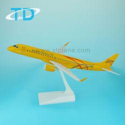 Пластиковый 1/100 Sarator самолета авиакомпании 39см ERJ-195 плоскости модели