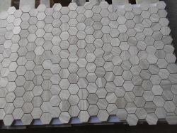 新しく美しい材木の白い六角形の大理石のモザイク