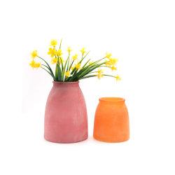 Umgearbeiteter Glaskerze-Halter oder Glas-Vase mit bereiftem Ende