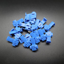 工場によって供給されるワイヤーコネクターのプラスチック青か赤いスコットランドロックの速いスプライスの電気ひだのターミナル堅い柔らかさはワイヤーを保護する
