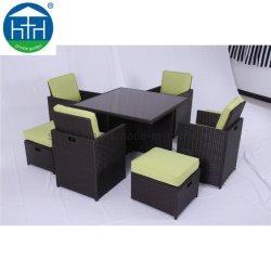 Qualitäts-aus Weiden geflochtene im Freienmöbel-gesetzter Speisetisch und Stuhl-Garten-Patio-Einstellung