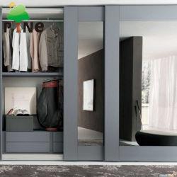 Halb offene hellgraue Farbe, die Spanplatte-/Furnierholz-Melamin-Wandschrank mit Spiegel-Schiebetür schiebt