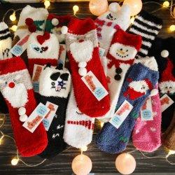 Trifft weiche nette lustige Microfiber der Frauen Hefterzufuhr gemütliches flockiges Winter-warmes Weihnachtsflaumige Socken hart