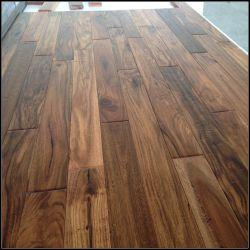 Pavimenti in legno massiccio di acacia/legno duro