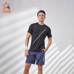 Kundenspezifische Firmenzeichen-Mann-Sport-Abnützung-Großhandelsgymnastik kleidet Eignung-Feuchtigkeit - saugfähiges Gewebe-runden Stutzen mit dem reflektierenden Streifen, der kurzes Hülsen-Mann-T-Shirt näht