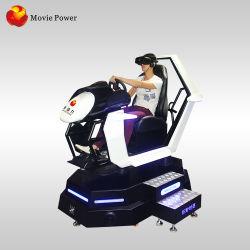 Il simulatore di realtà virtuale del centro 9d del gioco guida la vettura da corsa di Vr