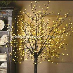 Angeschaltener LED-feenhafter Feiertag beleuchtet im Freiendekoration-Baum