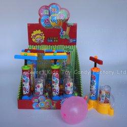 البالون مضخة لعبة حلوى في لعبة مع الحلوى ولعب