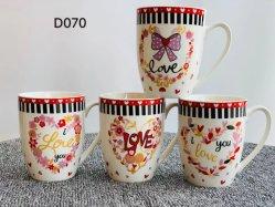 卸し売り輸出者の異なった色は考え 12 Oz 360ml のセラミックを設計する バレンタインのギフトのためのマグの磁器のコップ