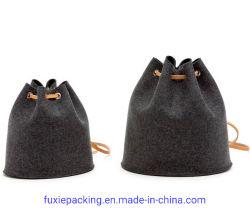 Рюкзак шерсти считает ковш с естественного цвета или черными кожаными ремнями для женщин