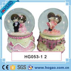 Boule de neige de mariage mariée et le marié pour la décoration