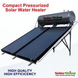 Thermosyphon compacto calentador de agua solar con la placa plana colector solar térmico y depósito de agua presurizada y del controlador.