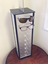Drehbare Brillenanzeige mit Spiegel auf der Oberseite