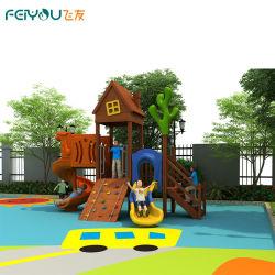 Sicherer attraktiver großer hölzerner im Freienspielplatz für Kind-Spiel