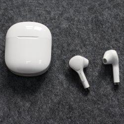 熱い販売のアマゾン小売りの卸売のための充満ボックス最もよい供給が付いている私用5.0のスポーツのBluetoothの本当の無線ステレオのヘッドホーンのヘッドセットのEarbudsの耳のイヤホーン