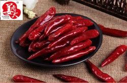 辛いスパイスの空気によって乾燥されるChaotianのコショウの赤い唐辛子のリング