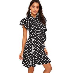 Mode féminine élégant col Polka Dot motif dentelle à l'ourlet plissé à manches courtes robe de cocktail