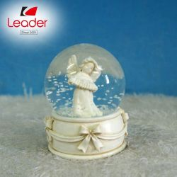 BSCI совместимые воды на заводе глобус сувенирный смолой Angel оформлением, танцы и пару снег земного шара