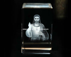 Christian Souvenir GiftのためのCrystal Cubeの3Dイエス・キリストEngraving