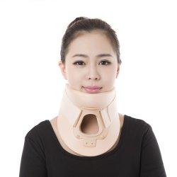 Masaje de cuello de médicos de atención rápida collarín cervical de soporte