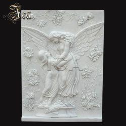 L'intérieur mur de sculpture sur pierre de marbre blanc de décharge avec Angel