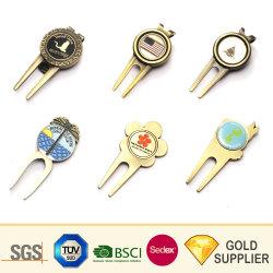 カスタム一義的なロゴ亜鉛合金の金属の銅の銀の金のニッケルメッキの柔らかいエナメルのゴルフフォークの磁気ゴルフアクセサリの帽子クリップゴルフ・ボールのフォークの一定のDivotのツール