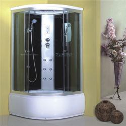 バスルームにはスライド式のカーブドガラスシャワーバスキャビンが設置されている