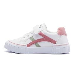 سعر منخفض تخفيضات ساخنة الأزياء الكلاسيكية الأطفال الصغار المتسللون الأطفال أحذية رياضية بيضاء عادية جيدة التهوية ومشبك قابل للتعديل