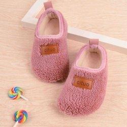 Pattini dei calzini del pavimento dei bambini molli antisdrucciolevoli delle suole e del panno morbido