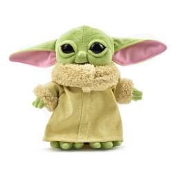 赤ん坊のYoda人形によって詰められる柔らかいYodaの人形は漫画のPelucheのプラシ天のおもちゃの人形の赤ん坊Yodaをもてあそぶ