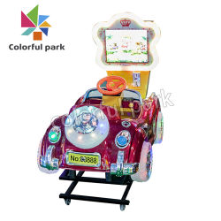 多彩な公園の最も新しい子供の振動車に乗っている電気おもちゃの遊園地の子供