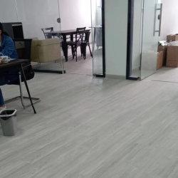 OEM ODM 실내 가정 Eco-Firendly 미끄럼 방지 방수 쉬운 청소 PVC Spc 마루