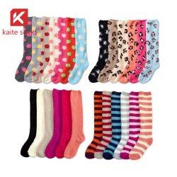 La vendita calda 2020 ha lavorato a maglia calzini di lavoro a maglia del ginocchio del reticolo di livello del ginocchio dei calzini del Knit del cavo dei calzini del ginocchio gli alti
