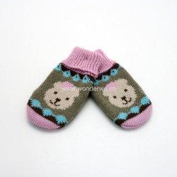 ジャカードくまパターン女の赤ちゃんの編まれた帽子およびミトンの手袋