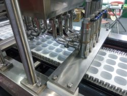 Le beurre de remplissage automatique de tasse de yogourt&- La machine d'étanchéité