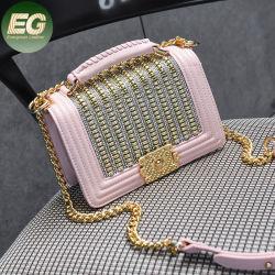 Sh1651 Pernos da moda de moda da cadeia de couro PU Crossbody Bag brilhantes rebites Senhoras Design bolsas de acessórios