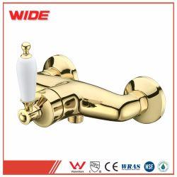 Роскошный дизайн Gold туалет в ванной комнате под струей воды, душ под струей горячей воды электродвигателя смешения воздушных потоков