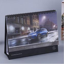 Suporte de mesa de secretária personalizado para papel artístico 2022 impresso em cartão Up Textile Standing Tent Calendar Design Printing & Desk anual Calendários de decoração superior