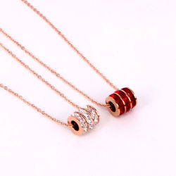 Losange rouge pendentif or rose Collier or chaîne clavicule
