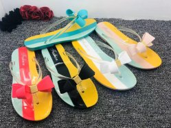 As mulheres de plástico de PVC colorido superior deslizante com Butterfly Barato preço