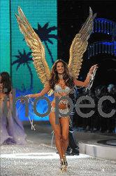 L'angelo della piuma traversa -3 volando