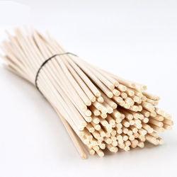藤の棒の拡散器のために結ばれるRaffiaが付いている自然なリード棒