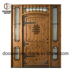 La parte superior de diseño de clavos de hierro arcos de madera puertas antiguas Exterior puertas de una casa