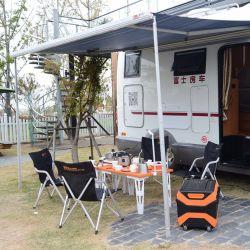 Openluchtdie het Kamperen Keukengerei voor het Kamperen van de Picknick Strand wordt geplaatst