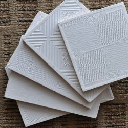 Mattonelle del soffitto del gesso del PVC di colore 595*595*7mm/interiore bianco comitati di soffitto/materiali da costruzione decorazione domestica