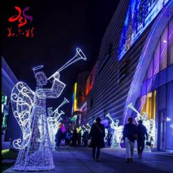 Punt van het Motief van Kerstmis van de Engel van het evangelie het Lichte Nieuwe voor Festival in openlucht