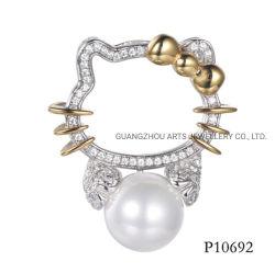 2つの真珠925の純銀製のペンダントを持つ調子によってめっきされるキティ猫