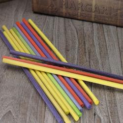 最も安い工場は環境に優しいファイバーによって着色された香りのリード拡散器の棒を作った