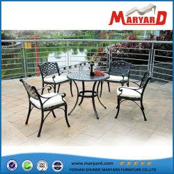 Сад литого алюминия установил с 4 стулами и одной таблицей